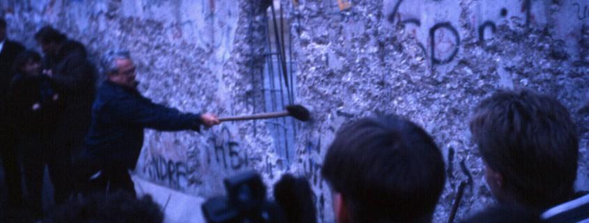 Berlin_wall_1989_CC_Joergsam